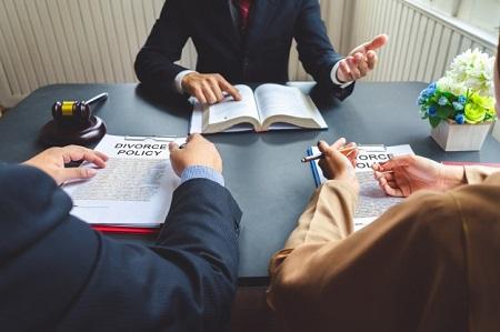 قوانین حذف نام همسر از شناسنامه بعد از طلاق, حذف نام همسر از شناسنامه, قانون حذف نام همسر از شناسنامه
